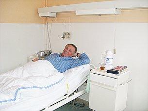 Pacient se střevními vývody v nemocnici