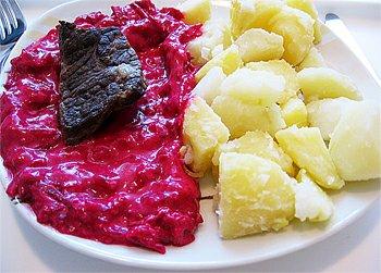 Hovězí maso dušené, zadělávaná řepa, brambory