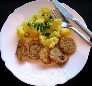 Smažené žampiony, vařené brambory