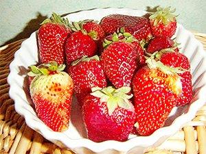 Osvěžující letní pohár s jahody