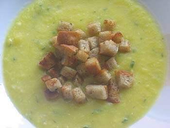 Dýňová polévka s chlebovými krutony