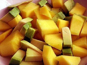Dietní salát z avokáda a manga