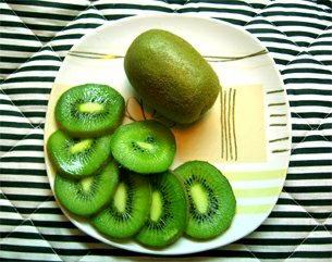 Tropické ovoce kiwi